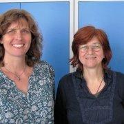 Zwei Mitarbeiterinnen bei Frauenzukunft e.V.